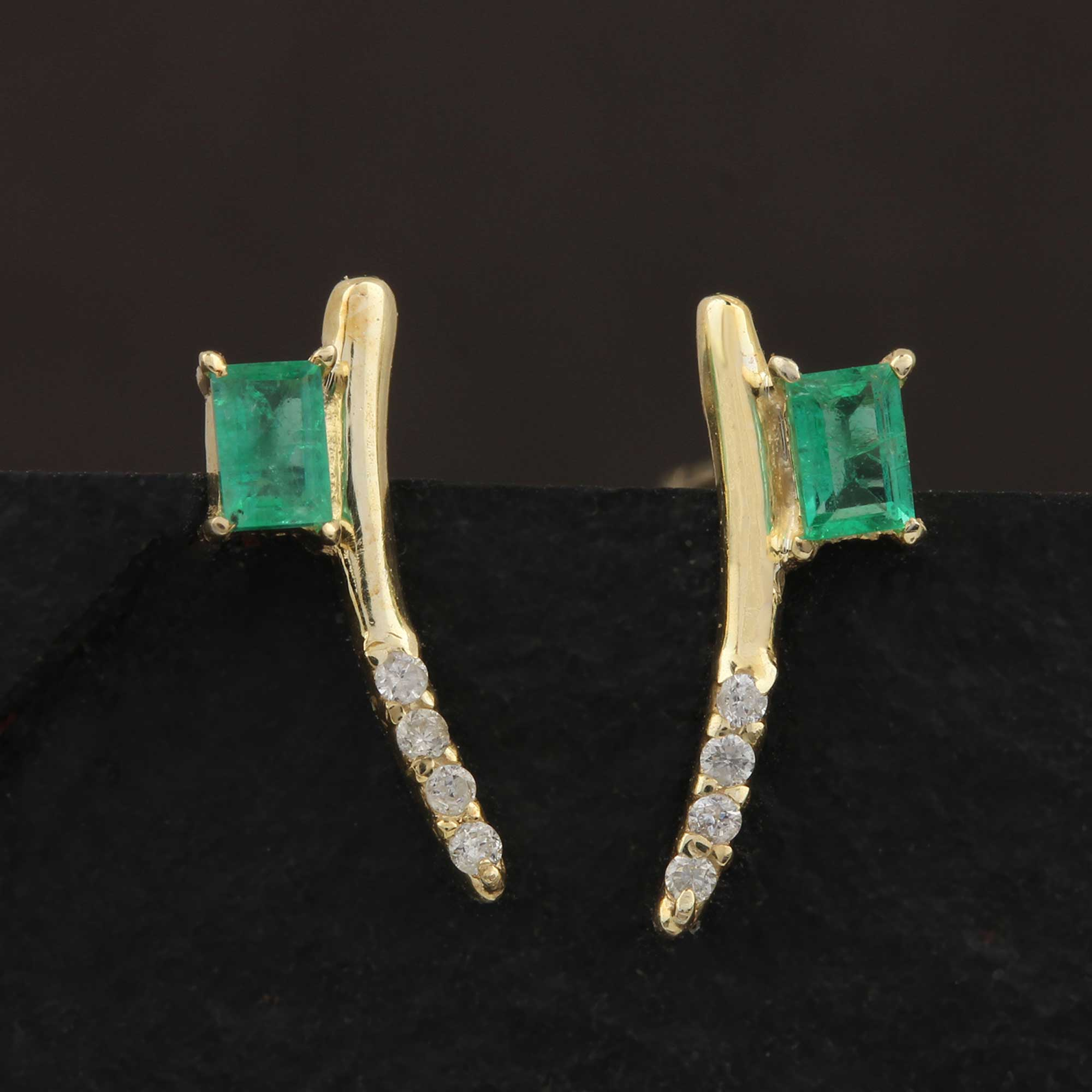 14k Solid Gold Stud Earrings Adorned With Diamond & Emerald
